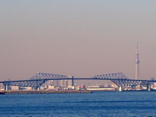 東京スカイツリーと東京ゲートブリッジ