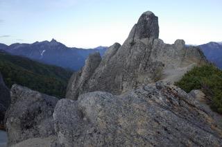 奇岩と槍が岳